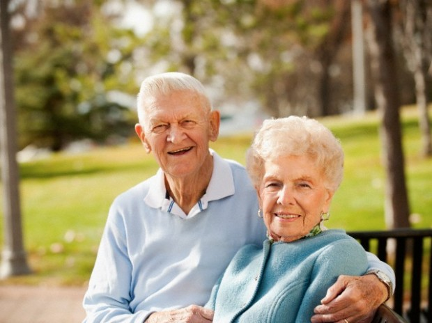 USA, Utah, Salt Lake City, Portrait of senior couple on park bench