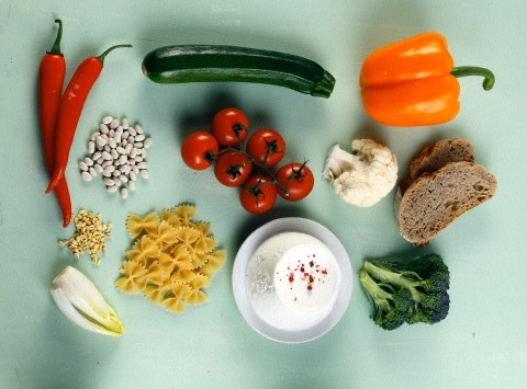Composition with vegetables, starchy food and dairy products